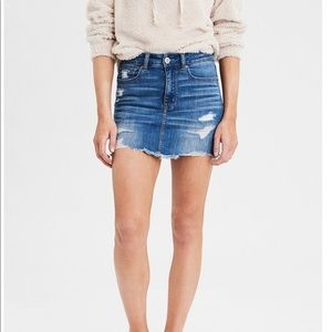 AMERICAN EAGLE RIPPED JEAN SKIRT